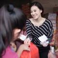 Làng sao - Khánh My giản dị trao quà Tết cho người nghèo