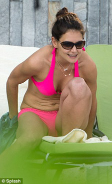 katie holmes lo bung chay xe voi bikini - 5