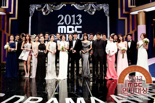 "ha ji won nhan ""cu dup"" tai le trao giai dai mbc - 1"