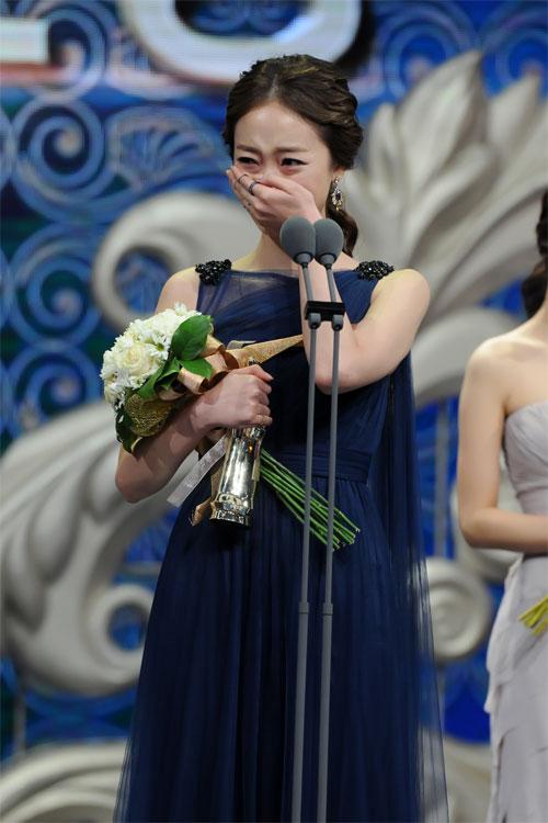 "ha ji won nhan ""cu dup"" tai le trao giai dai mbc - 9"
