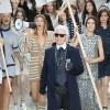 """Chanel """"biểu tình"""" ở tuần lễ thời trang Paris"""
