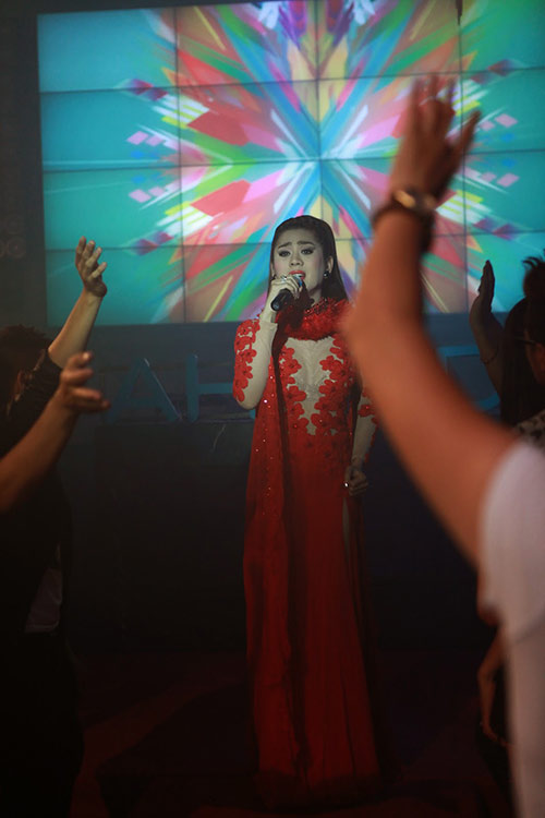 "lam chi khanh duoc ""do ni dong giay"" cho phim cua viet trinh - 1"