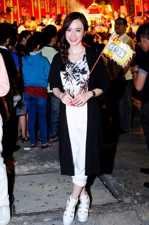 "angela phuong trinh cu xuong pho la ""gay sot"" - 15"