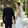 Làng sao - Sao nữ TVB khoe ảnh cưới che kín mặt chồng