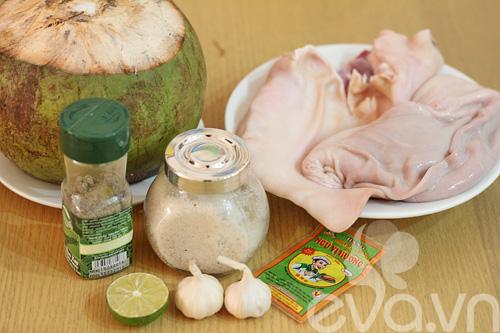 Tai và dạ dày heo om nước dừa - 1