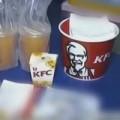 Tin tức - TQ: Kinh hãi giòi lúc nhúc trong cánh gà KFC