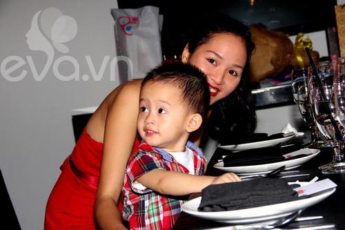"""phan thi ly be con trai khoe bung bau """"cong chua"""" - 5"""