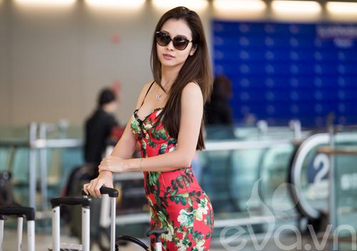 jennifer pham khoe dang chuan goi cam o san bay - 9