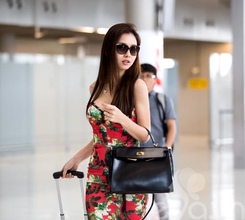 jennifer pham khoe dang chuan goi cam o san bay - 3