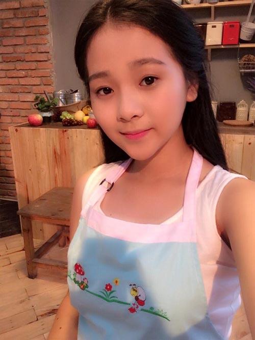 angela phuong trinh giai thich viec me di ban xoi via he - 11