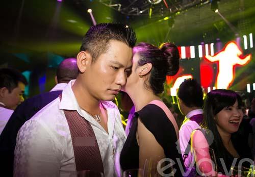 jennifer pham tinh cam hon chong dam duoi - 6