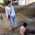 Làm mẹ - Mẹ đơn thân xích con vào xe đạp để kéo về nhà