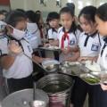 Tin tức - Bữa ăn tự phục vụ của học sinh tiểu học