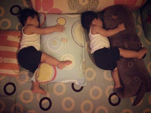 Những nhóc tỳ song sinh đáng yêu của Sao Việt-16