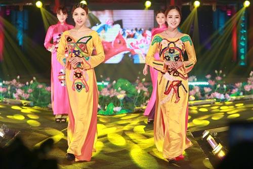 """rung rung tu hao voi """"le hoi ao dai huong sac ha noi"""" - 13"""
