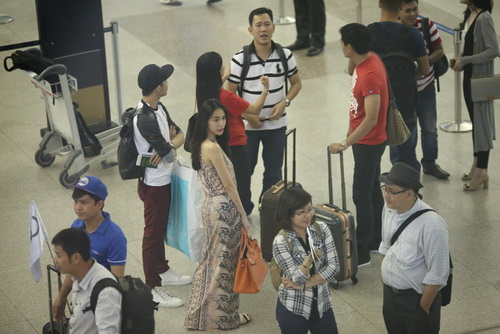 Thủy Tiên mang dép bệt, khoe mặt mộc ngoài sân bay-11