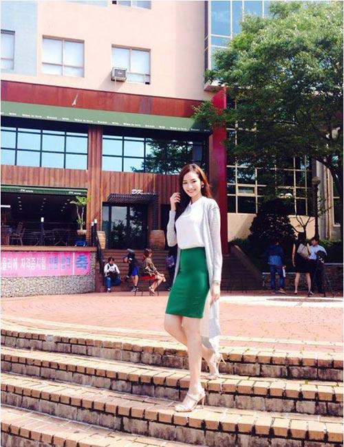 Hotgirl Việt sành điệu với áo cardigan dáng dài - 7