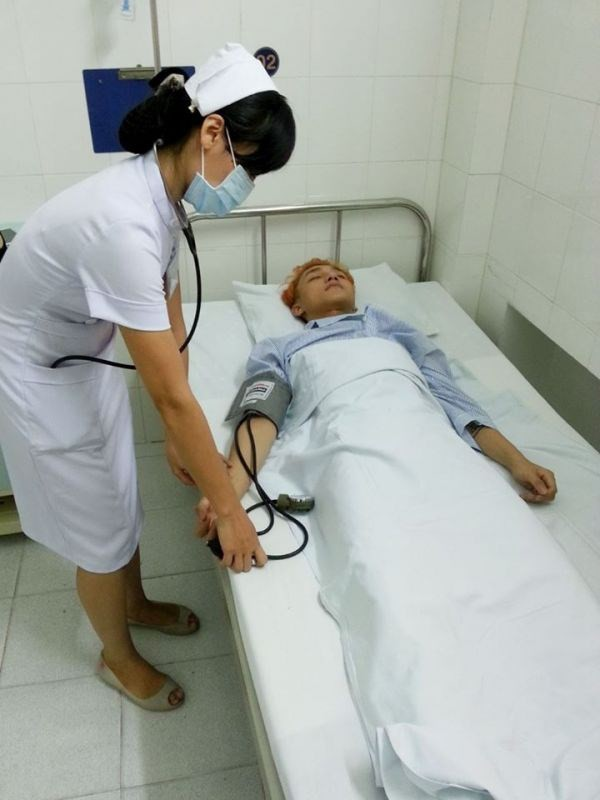 Sơn Tùng M-TP hủy show đi cấp cứu vì kiệt quệ - 2