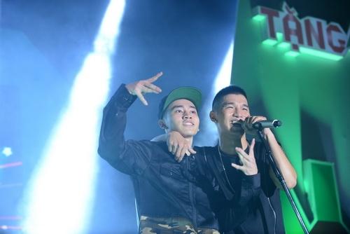 """hoang thuy linh gap fan nam """"cuong"""" tai dat cang - 7"""