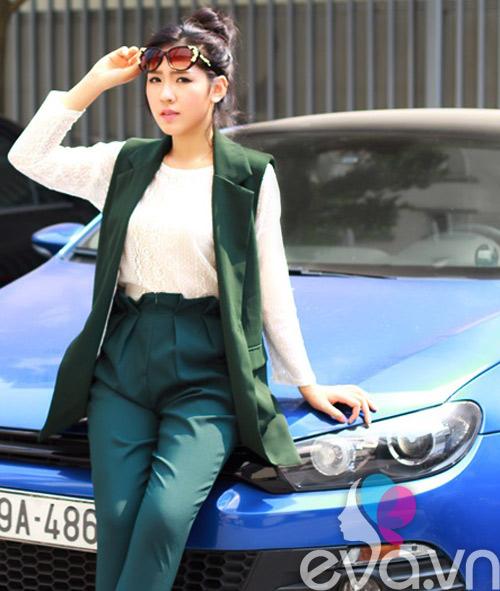 khao gia chiec ao dang duoc nu cong so san lung rao riet - 12