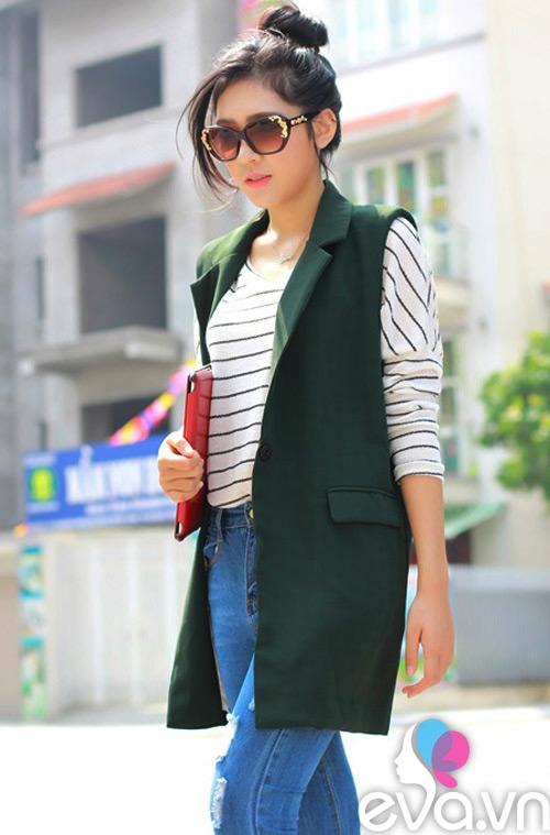khao gia chiec ao dang duoc nu cong so san lung rao riet - 8