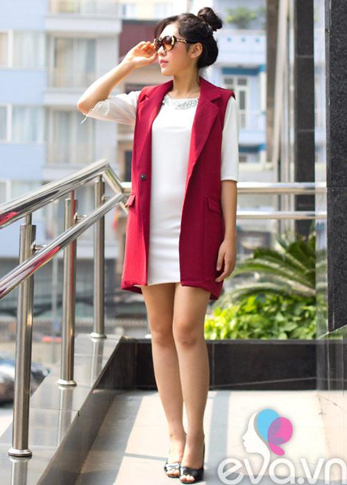 khao gia chiec ao dang duoc nu cong so san lung rao riet - 5