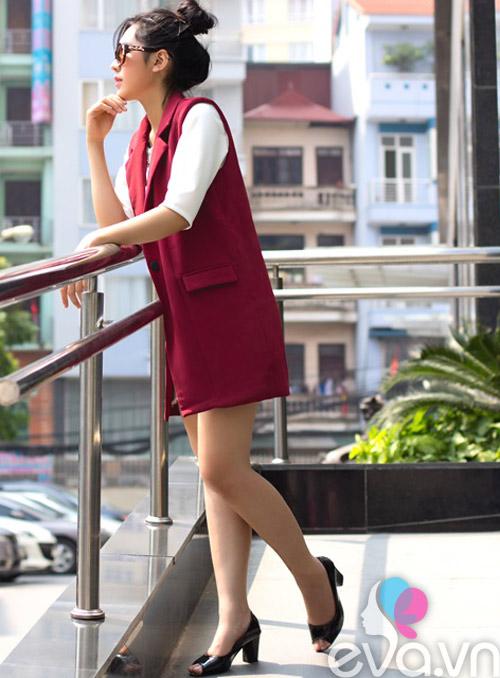 khao gia chiec ao dang duoc nu cong so san lung rao riet - 4