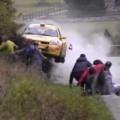 Clip Eva - Thoát chết kỳ diệu khi xem đua xe