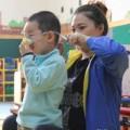Tin tức - TQ: Trẻ mầm non phải đeo khẩu trang chống bụi ở trường