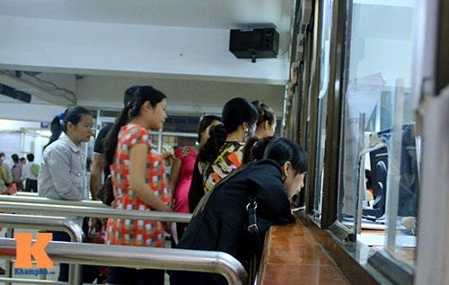 met moi cho doi kham thai tai bv phu san - 3