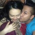 Làng sao - Tuấn Hưng âu yếm hôn vợ trước khi đi ngủ