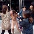 Tin tức - Sốc: Gái trẻ bị đánh ghen túi bụi, lột sạch giữa phố