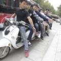 Tin tức - Chiếc xe đạp điện dài 4,7 mét chở được 11 người