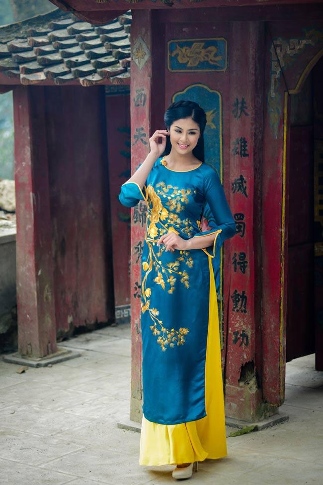 Hoa hậu Ngọc Hân trong hình ảnh áo dài đậm chất Hà Thành