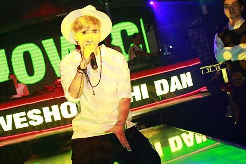 hot boy chi dan duoc fan ngoai quoc yeu men - 1