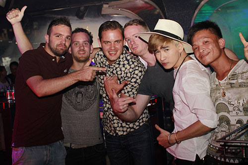 hot boy chi dan duoc fan ngoai quoc yeu men - 6