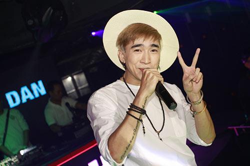 hot boy chi dan duoc fan ngoai quoc yeu men - 3