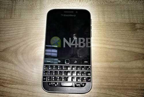 them hinh anh blackberry classic, phien ban ke nhiem q10 - 1