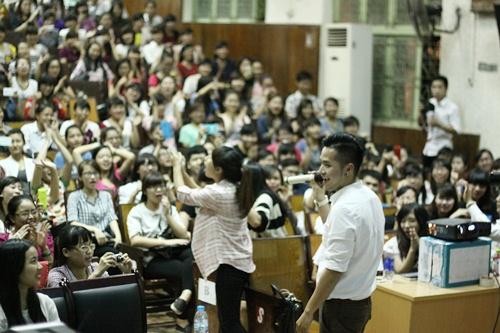 hong phuoc lay lai tinh yeu khan gia hau scandal - 3