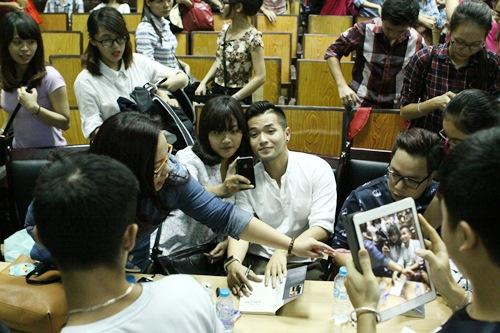 hong phuoc lay lai tinh yeu khan gia hau scandal - 7