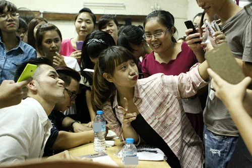 hong phuoc lay lai tinh yeu khan gia hau scandal - 8