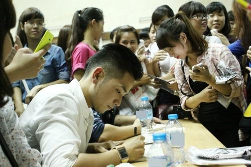 hong phuoc lay lai tinh yeu khan gia hau scandal - 9