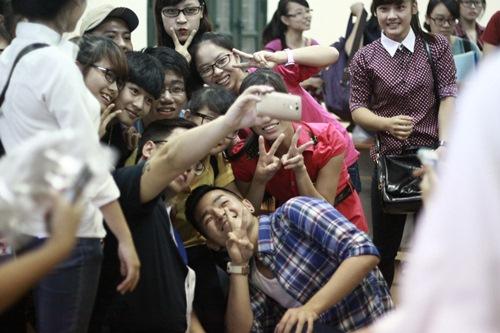 hong phuoc lay lai tinh yeu khan gia hau scandal - 11