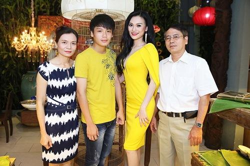 cao thuy linh chua dong phat van dai tiec tung bung - 5