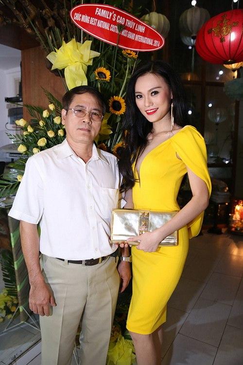 cao thuy linh chua dong phat van dai tiec tung bung - 8