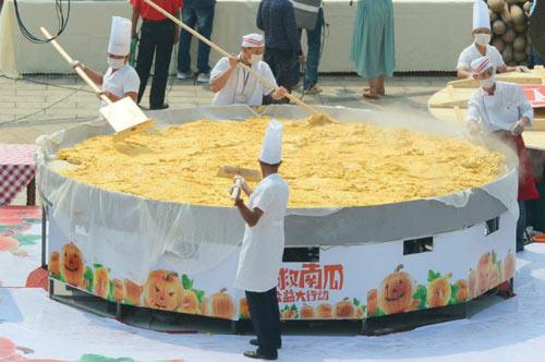 40 dau bep cung lam banh bi ngo nang 845kg - 1