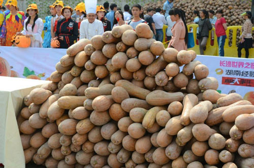 40 dau bep cung lam banh bi ngo nang 845kg - 3