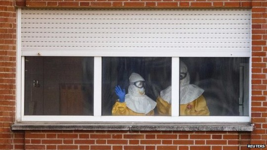 nu y ta tay ban nha da khoi benh ebola - 2