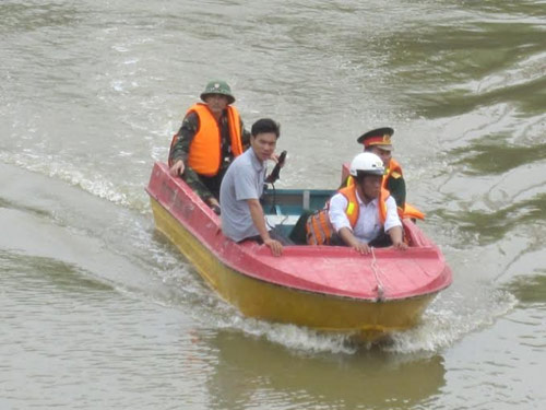 mot phu nu mang thai lao xe may xuong song tu tu - 2