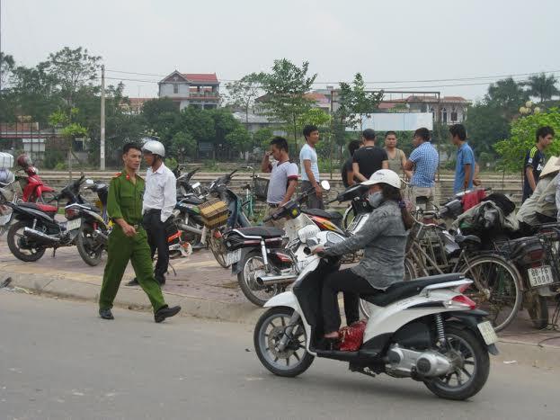 mot phu nu mang thai lao xe may xuong song tu tu - 1